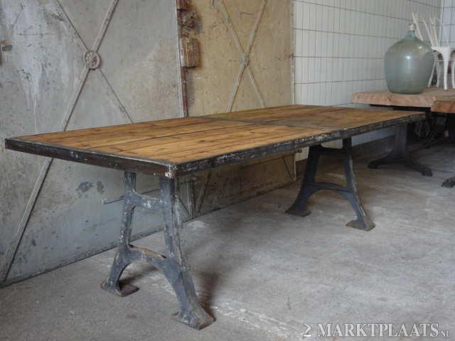 Industri 235 Le Eettafel Tafel Met Gietijzeren Onderstel
