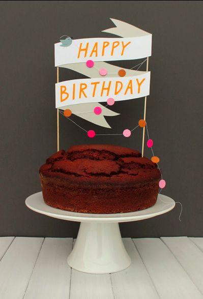 Gran topper de papel para una tarta de cumpleaños.