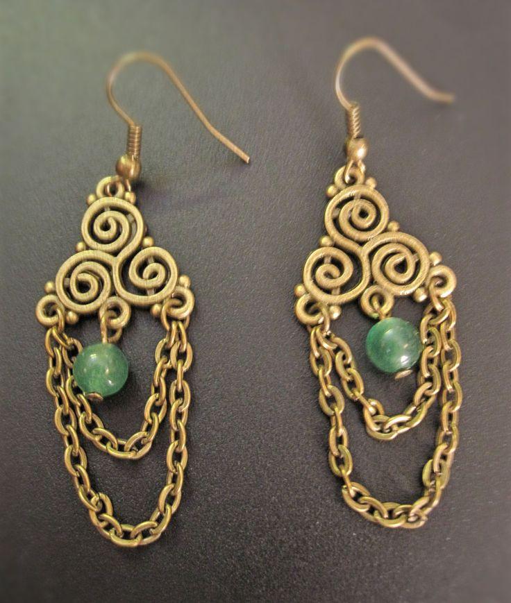 Boucles d'oreilles chandelier bronze avec jade verte ou cristal blanc de la boutique TheAsaliahShop sur Etsy