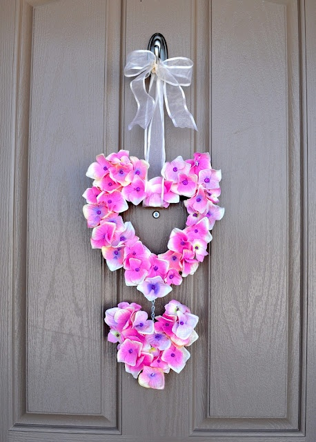 diy valentine's door hanger: Craft, Door Hangings, Valentines Day, Valentine Wreath, Valentine S, Heart Wreath