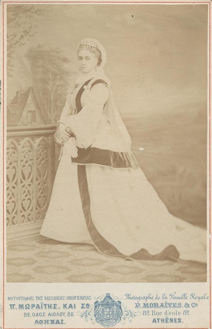 Προσωπογραφία της Ελένης Θεοχάρη, το γένος Διονυσίου Βούλτσου, Μεγάλης Κυρίας της Αυλής της βασίλισσας Όλγας. Καταγόταν από την Ζάκυνθο. Πέτρος Μωραΐτης και Σία Αθήνα, π. 1870 - 1880