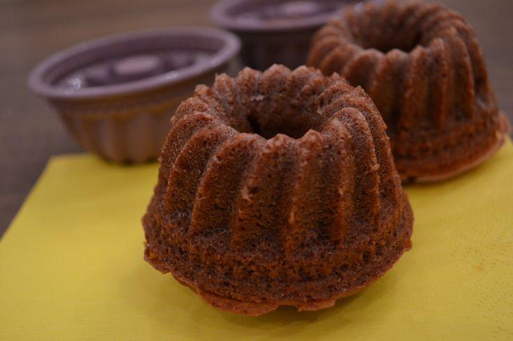 Ein saftiger Mini-Schoko-#Gugelhupf wird mit diesem Rezept gebacken. Herzhaft und zum Anbeissen zugleich sehen sie aus, die kleinen Kuchen.