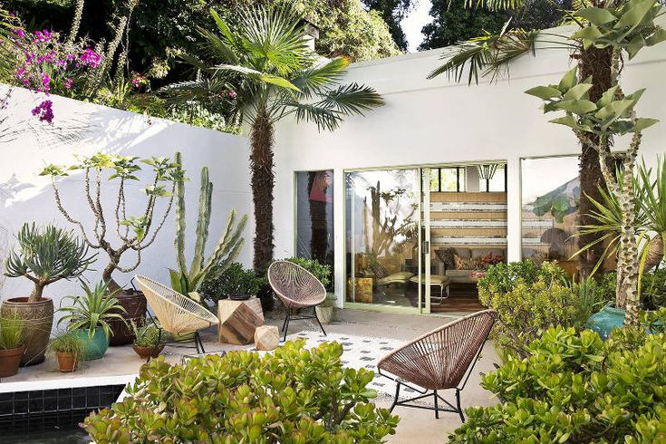 Robert Passal via this post    Eckersley Garden Architecture from this post    Secret Gardens from...