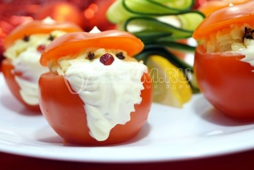 Santa Claus:  Tomatoes (5) Cheese (100 g) Garlic  Mayonnaise