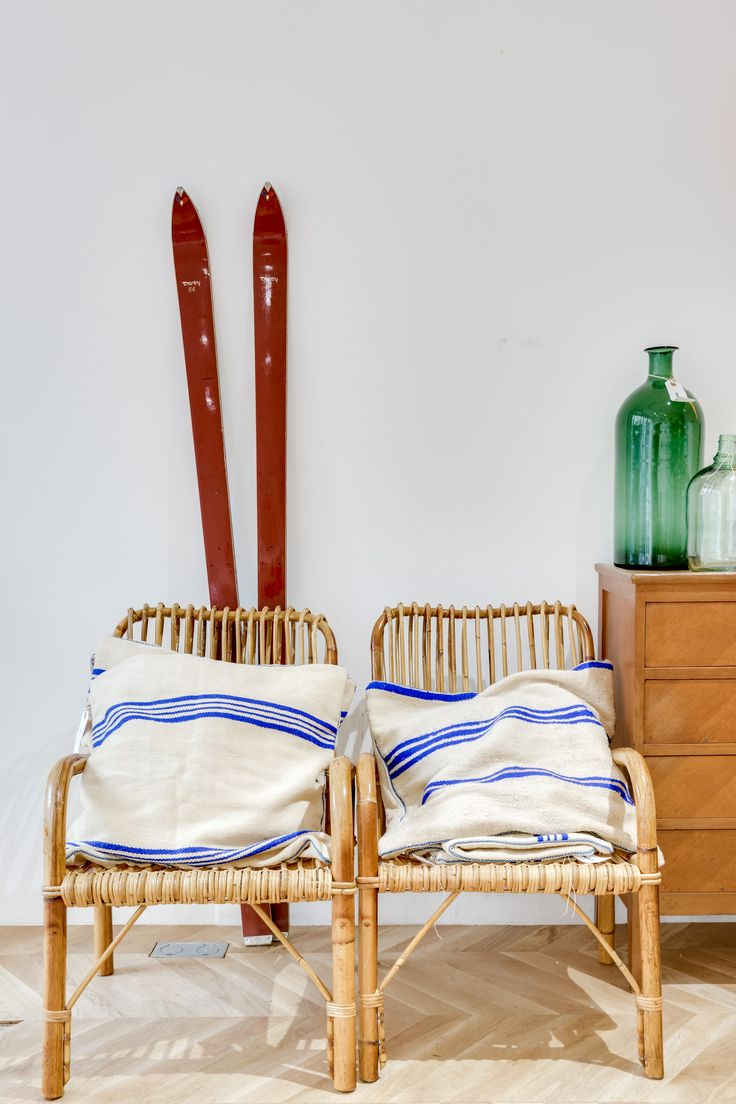 ©Selency : Rattan armchair / ski / green dame-jeanne / vintage chest of drawers / living room