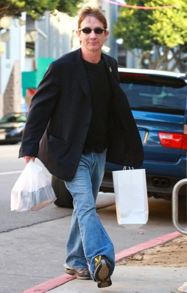 Martin Short Photos Photos - Actor Martin Short out doing some last minute Christmas shopping in Santa Monica. - Martin Short Out Christmas Shopping