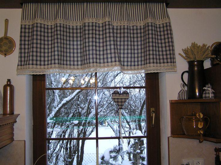 Závěs, srdíčko a pytlíčky - v kuchyni rodinného domu v Rumburku