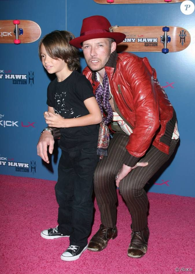 PHOTOS - Scott Weiland et son fils Noah lors d'un événement T-Mobile à Los…