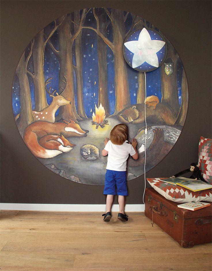 Der neue Wallpaper Circle Forest Dreams von Hartendief ist eines der neuen Designs der Kollektion 2017. Diese Aquarell- und Bleistiftillustration malt eine …