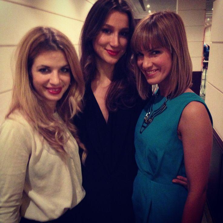Glossy PR-Girl Melanie mit Isabell Horn und Susan Sideropoulos