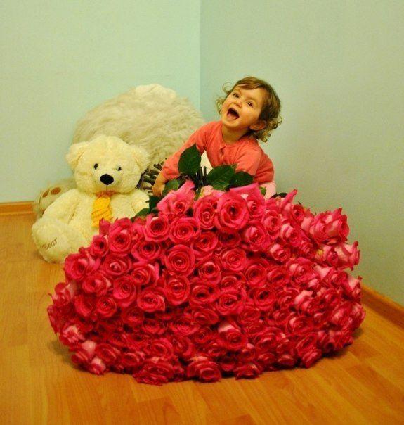Цветов не бывает много, так же как и любви.)) Любите и будьте счастливы.))  ___________________________________________________________ #букет #букеты #цветы #тюльпаны #розы #пионы #каллы #альстромерии #эустомы #ирисы #хризантемы #композиции #подарки #бабочки #сладости