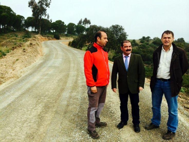 Diputación arregla la carretera a La Parrilla, en Villanueva de la Reina
