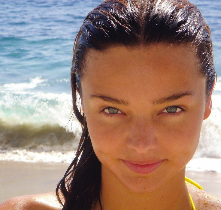 Miranda Kerr - Beach - No Makeup