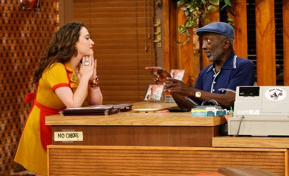 Max Black (Kat Dennings), Earl (Garrett Morris) ~ 2 Broke Girls Episode Stills ~ Season 1, Episode 2: And The Break-Up Scene #amusementphile