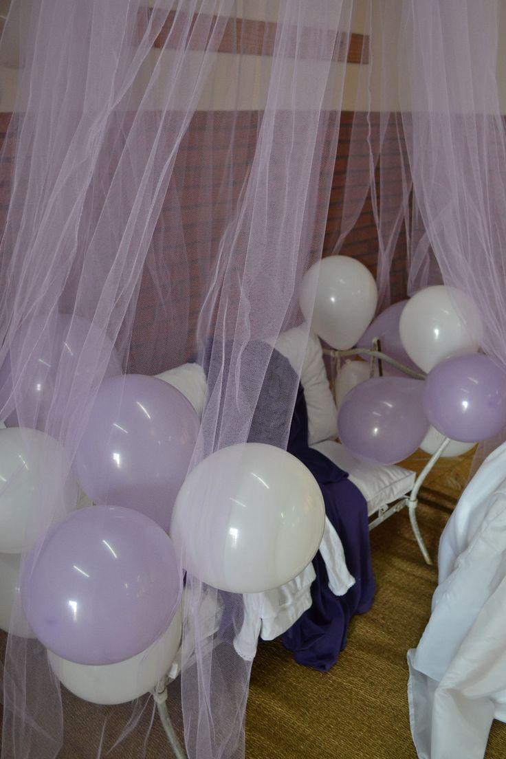 Sillón gazebo y vestimenta aguardan a la princesa #fiesta #cumpleaños #festejo #decoración #ambientación #tematización