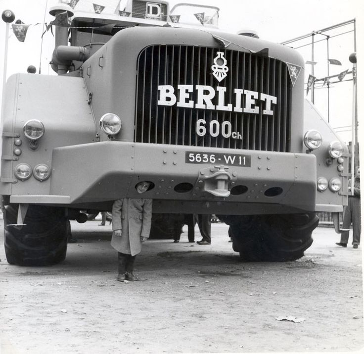 Berliet T100 n°1 exposition place Bellecour à Lyon https://plus.google.com/+JohnPruittMotorCompanyMurrayville/posts