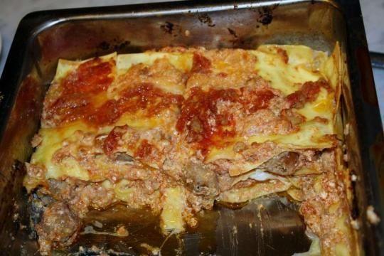 La lasagna si mangia, per tradizione, il martedì grasso: una pietanza abbondante ed unica.