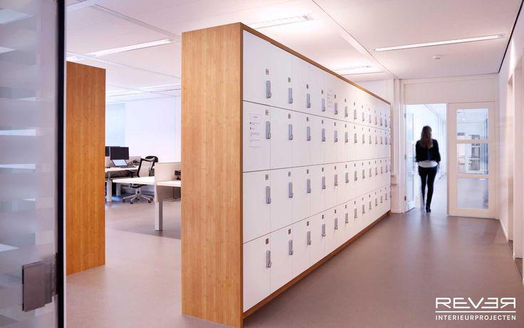 Kantoor Asics. Ontwerp en realisatie door Rever. #lockers #office #opbergen