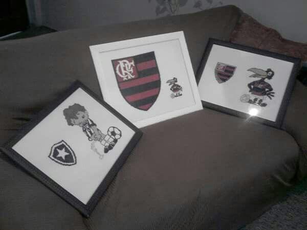 Quadros de times do Rio de Janeiro e seus mascotes,Botafogo e Flamengo.