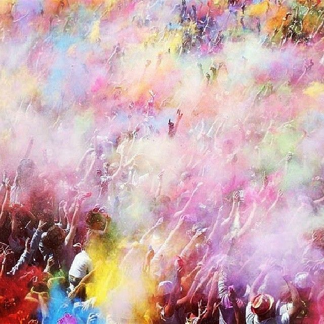© Mona Perises / 2014 / Κενές είναι οι ψυχές και τα μάτια τους, είναι άδεια, δεν έχουν λουλούδια στις ματιές, δεν έχουν, ούτε και δρόμο, φυλάκισαν τ' όνειρα και τ' έκαναν όλα μαύρα. Θέλω να πω μια καλημέρα γεμάτη με λουλούδια, να βάψω με χρώματα, του κόσμου, όλα τα σοκάκια, με της δικής μου ψυχής, το χάρισμα, θέλω να διώξω, όλα τους τα δαιμόνια...