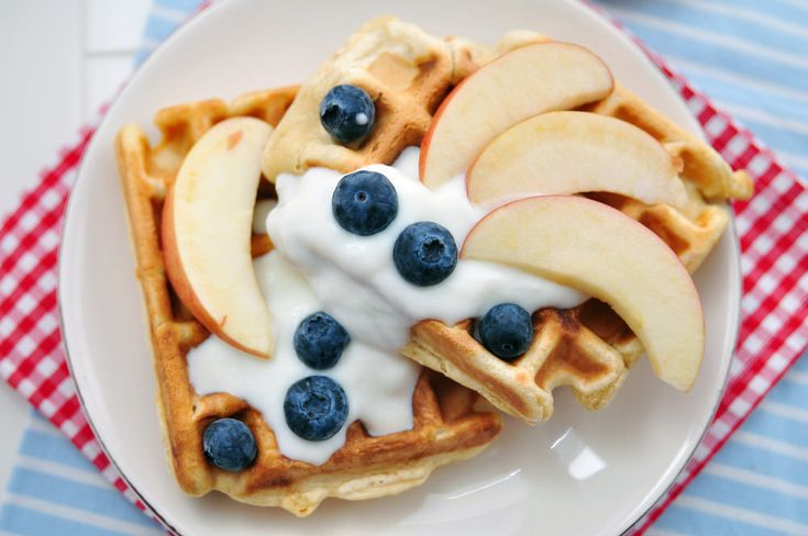 Healthy Waffles Recip ½ cup quinoa flour ½ cup rice flour 1 cup whole wheat flour 1 tbsp baking powder ½ tsp cinnamon ¼ tsp nutmeg 1 banana, mashed ½ cup unsweetened applesauce 2 eggs 1 ½ cups almond milk 1 tsp vanilla extract