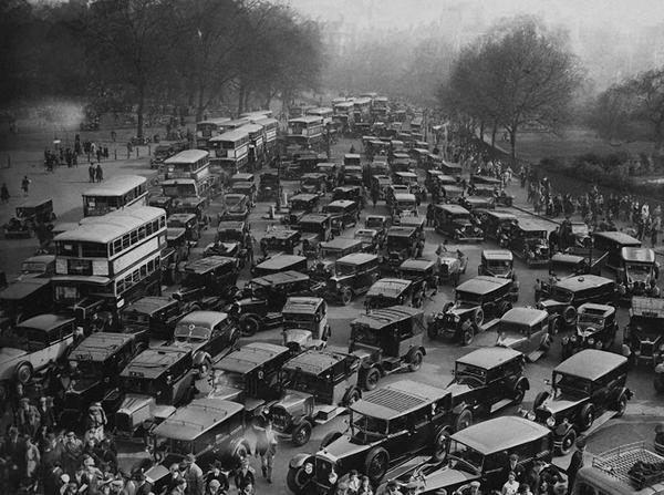 Hyde Park Corner 1935 / LONDON