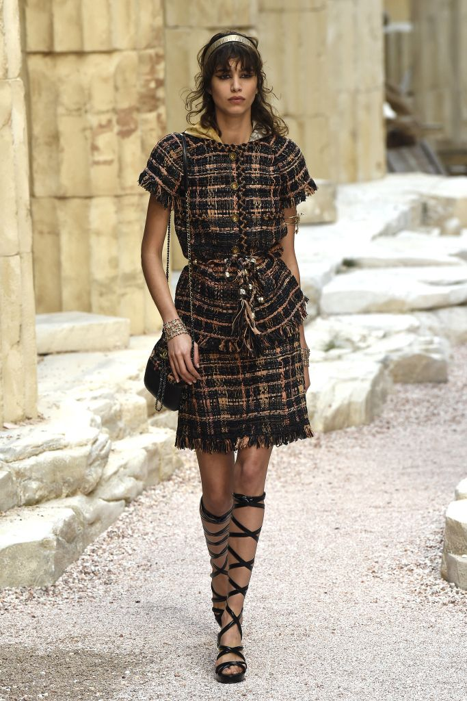 See every look from the Chanel 2017/2018 Cruise Collection.