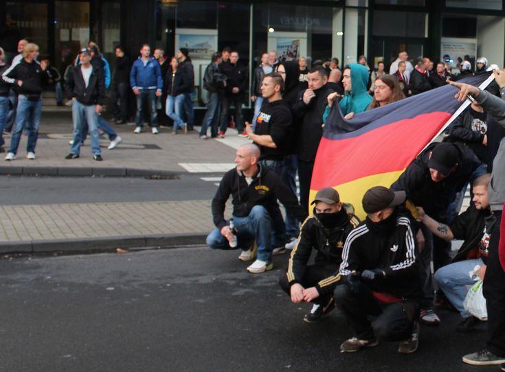 Ultraşii germani nazişti s-au unit împotriva musulmanilor radicali | VICE Romania