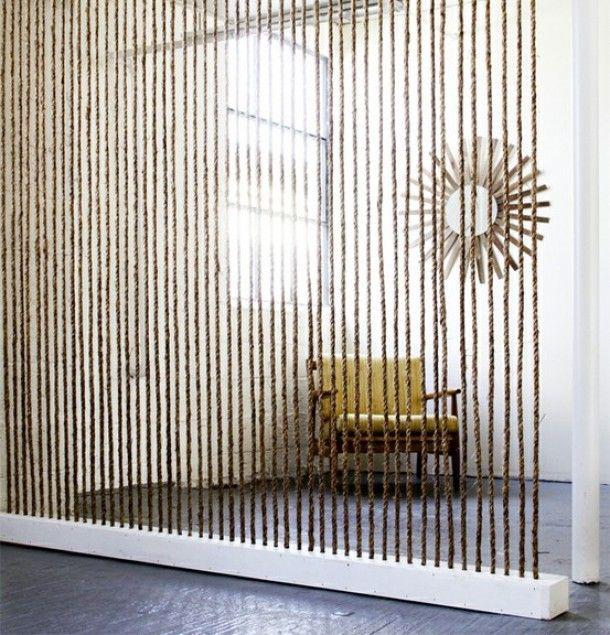 Room devider van touw gespannen aan 2 balken Door Vonneke