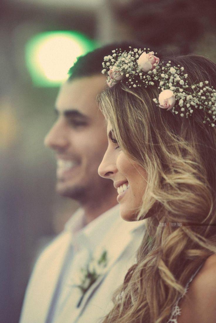 Ik ben helemaal weg van deze foto Wat een prachtige glimlach en een fantastisch haarstukje #bohemain #bruid #mode