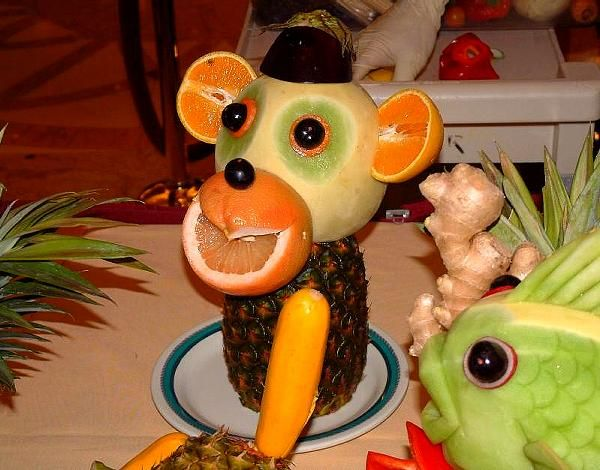 How to make really cute fruit animals: Fruit Sculpture, Funny Images, Crazy Food, Funny Food, Monkey Food, Food Carvings, Fruit Animal, Fruit Art, Food Art