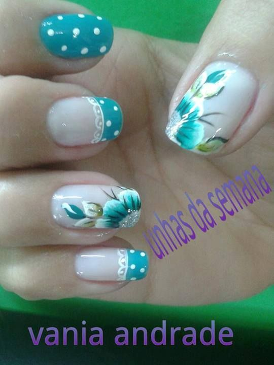Flower, lace and dots; nails design | Diseño de Flores, encaje y puntitos