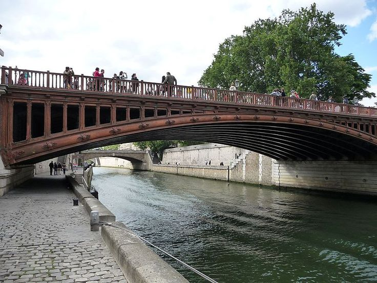 Le Pont au double, Paris. Maigret's Dead Man (2016 film) can be seen running away from his assailants under this bridge.