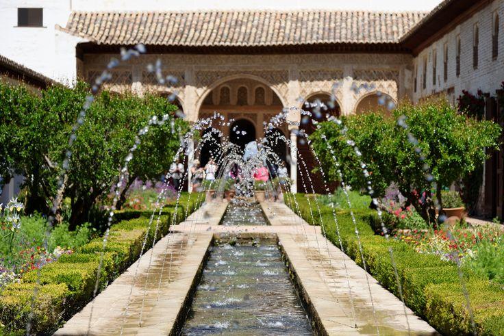 Generalife, Patio de la Acequia (Hof des Bewserungskanals), Granada, Spain