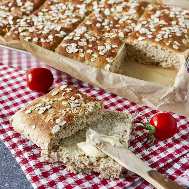 Matbröd i form är enkelt, snyggt och gott. Servera de fiberrika rutorna till frukost, lunch eller middag.