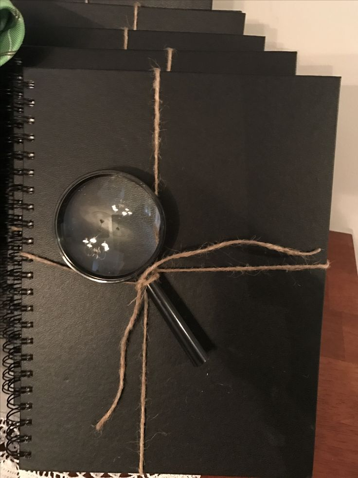 Sketch pad and magnifying glass as party favour for clue party