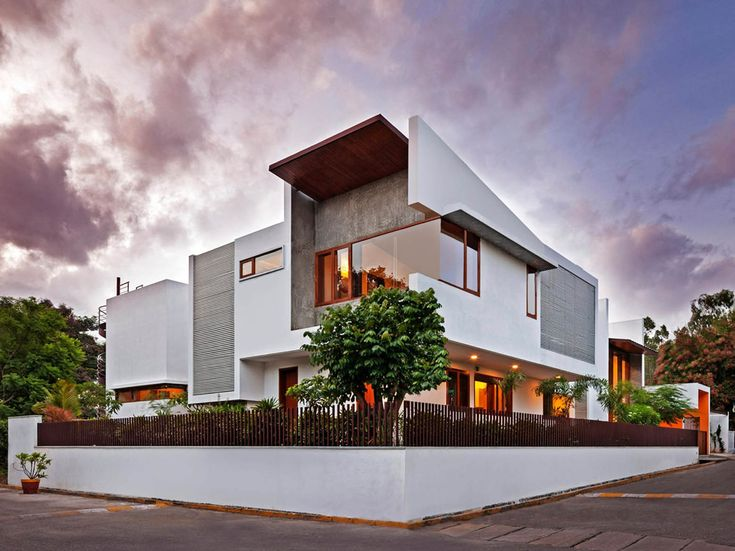 Image 4 of 21 from gallery of L- Plan House / Khosla Associates. Photograph by Shamanth Patil J.