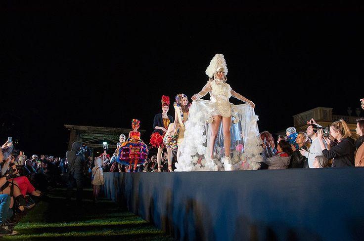 Noc Muzeów w Wilanowie 14 maja 2016 Debiutantki i kostiumy rokoko współczesne i historyczne, wykonane przez studentki WSA.art.pl Fot. Malwina de Brade #nocmuzeów #pokaz #kostium #wilanow #warszawa
