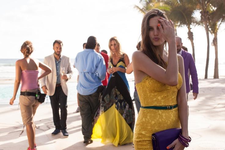 Macarena Achaga en las grabaciones de Gossip Girl Acapulco.