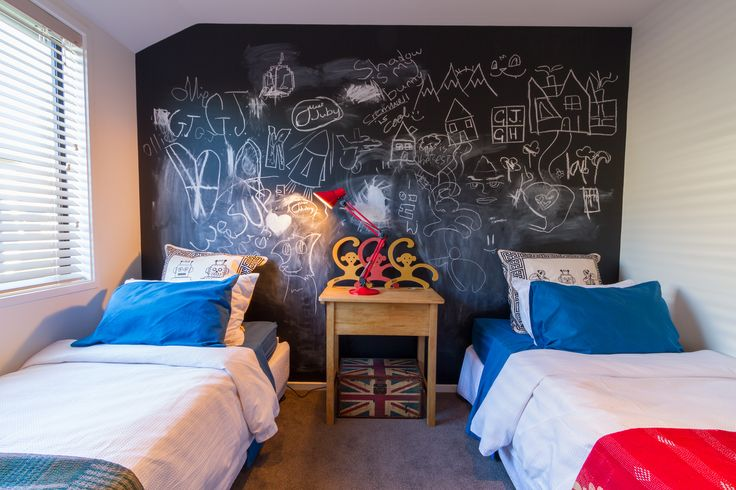 Isn't this blackboard wall a great idea for a kids bedroom!