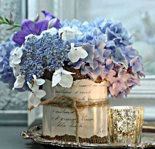 Hydrangeas arranged on a silver tray with a touch of mercury glass.  Lovely. (via Ana Rosa)