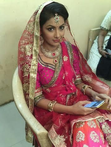 Pragya looking elegant and beautiful during shooting of her marriage