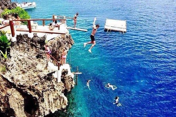 The #Philippines is certainly a beautiful place, especially #BoracayIsland! Just look at the water... I'd love to take this jump!