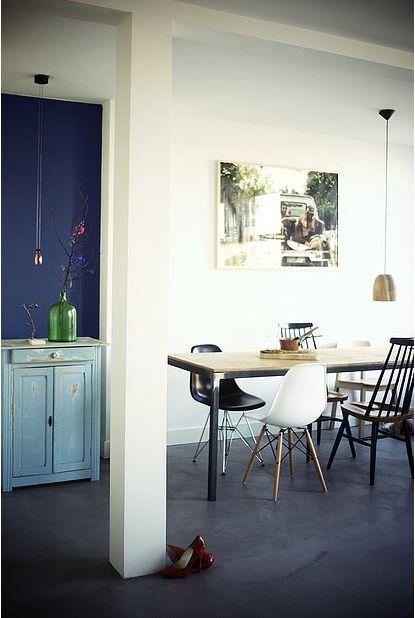 URBAN DESIGN APARTMENT - AMSTERDAM - ROOMS - ROOS - INTERIOR DESIGN - BETON CIRRE - EAMES - BLUE