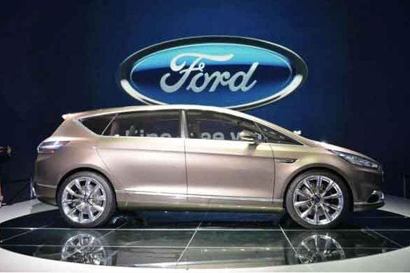 REDES SOCIALES FORD te dice Ante el avance de los deportivos utilitarios, los fabricantes han olvidado casi por completo el concepto minivan. Pero afortunadamente, Ford deseó dejar ese estereotipo atrás desde hace años, y ahora presenta la versión conceptual de su monovolumen lleno de detalles de diseño y deportividad.