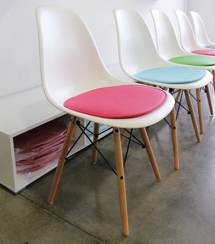 M s de 25 ideas incre bles sobre sillas eames en pinterest for Sillas plasticas comedor