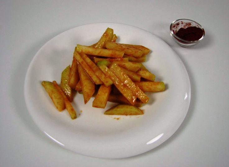 Cartofi prajiti. Reţeta o puteţi găsi aici în format text dar şi video: http://www.babyboom.ro/cartofi-prajiti-raw-vegan/