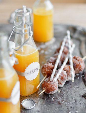 doughnuts on skewers: Donuts Hole, Doughnut, Brunch Ideas, Skewers, Fruit Juice Recipes, Mimosas, Passion Fruit, Orange Juice, Breakfast Parties