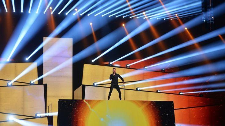Das Einreiseverbot gegen die behinderte russische Sängerin Julia Samoilowa im Vorfeld des ESC 2016 in Kiew bewegt auch in Deutschland die Gemüter. Es fällt auf: Journalisten und Leser beurteilen den ukrainischen Schritt oft diametral unterschiedlich.