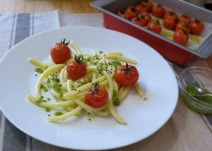 i pomodorini al forno fanno subito estate! Quelli del tipo cherry, ciliegino, tra i quali quelli di Pachino, sono apprezzatissimi, cotti al forno interi...